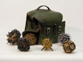 Céramique, cuir, acier, cuivre, laiton, chanvre, 22 x 30 x 20 cm